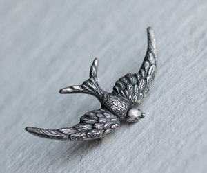 antique, bird, and brooch image