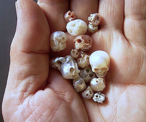 hand, pearl, and skull image