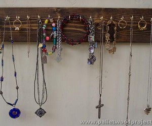 pallet ideas, pallet jewelry holders, and pallet projects image