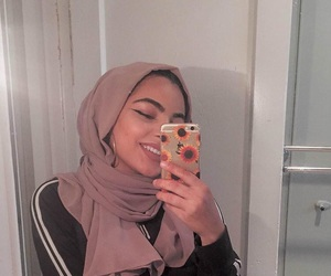 pink, pretty, and hijâbi image