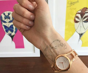 gold, ‎chiara ferragni‬, and nails image