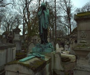 cemetery, horrible, and cementerio image