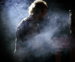 piano, 5 seconds of summer, and michael clifford image
