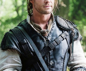 chris hemsworth and the huntsman image
