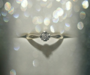 blanco, anillo de compromiso, and boda image