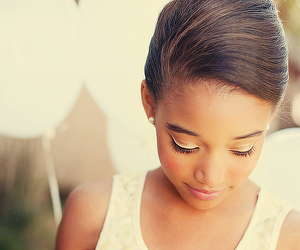 rue, amandla stenberg, and the hunger games image