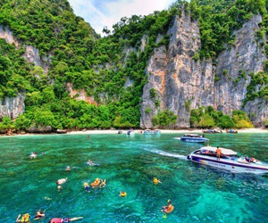 islands and Phi Phi image