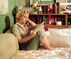Marilyn Monroe and book image