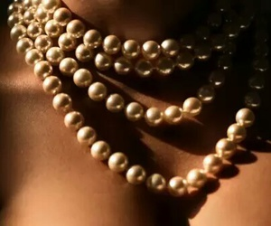 pearls and necklace image