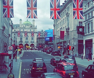 london, Picadilly Circus, and red image