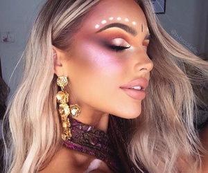 blonde, eyeshadow, and highlighter image