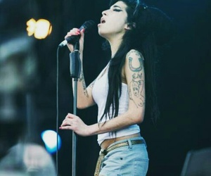 Amy Winehouse, celebrity, and hair image