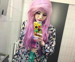 emo girl, hairstyle, and pastel ghot image