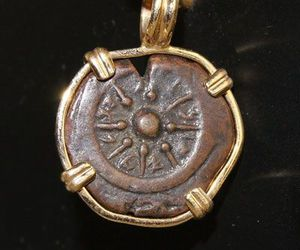 ancient, gold, and necklace image