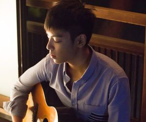 bigbang, guitar, and T.O.P image