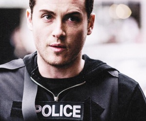 chicago pd, jesse lee soffer, and jay halstead image