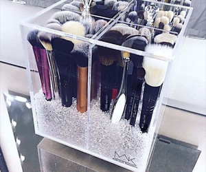 Brushes, organization, and clear image