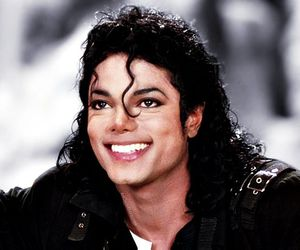 michael jackson, smile, and king of pop image