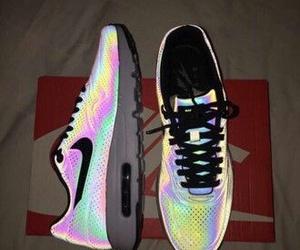 nike running shoes image