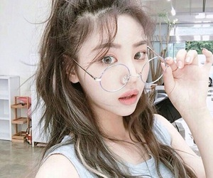 ulzzang, asian, and glasses image
