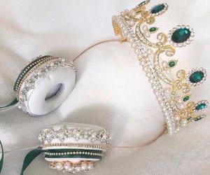 headphones, crown, and Queen image