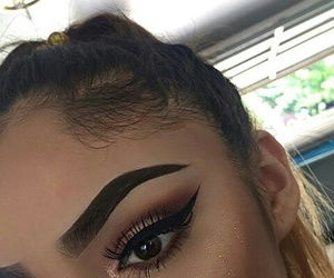 Brushes, contour, and eyebrows image