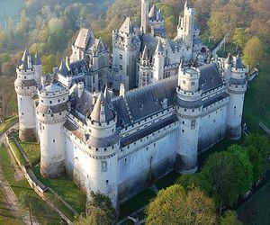 travel and pierrefonds image