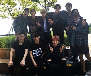 exo, exo-k, and exo we are one image
