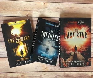book, the 5th wave, and the last star image