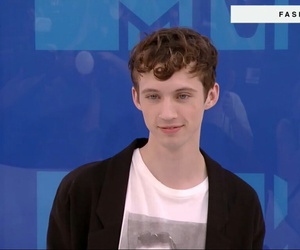 troye sivan and vma image