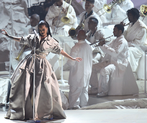 rihanna and vmas image