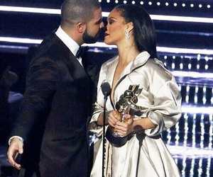 Drake, rihanna, and kiss image