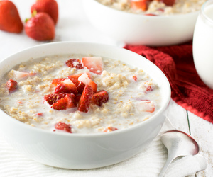 breakfast, oats, and strawberry image