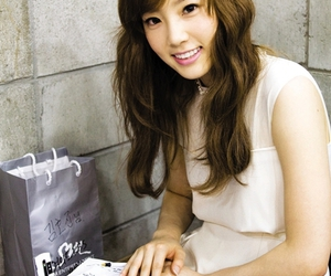 snsd, taeyeon, and kfashion image