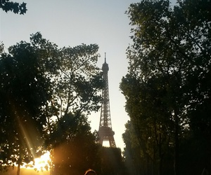 eiffel tower and sunset image