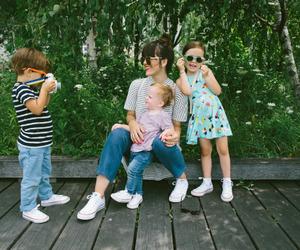 kids and mom image