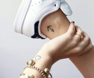 tatto, tatuajes minimalistas, and girls tatto image