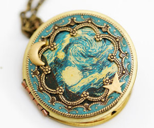 locket and starry night image