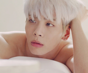 bed, blonde, and SHINee image