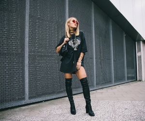 blogger, black outfit, and ootd image