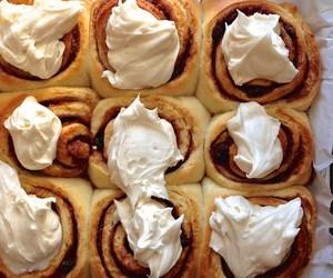 autumn, cinnamon rolls, and delicious image