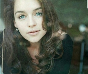 emilia clarke, game of thrones, and daenerys image