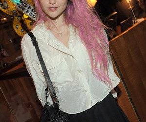 pink hair and sky ferreira image