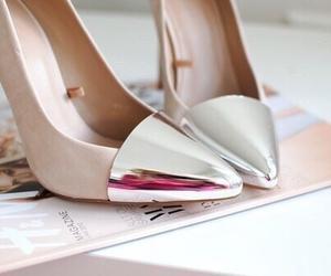 تفسير حلم فقدان الحذاء والبحث عنه رؤية ضياع حذائي ضاع