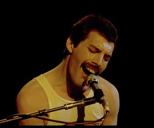 Queen and Freddie Mercury image