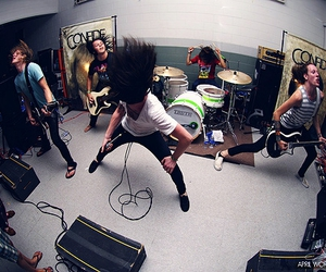 confide and band image