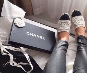 canvas chanel slip on image