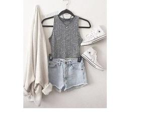 fashion, t-shirt, and girl image