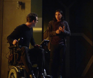 the flash, tom cavanagh, and cisco ramon image