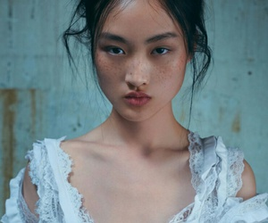 woman and jing wen image